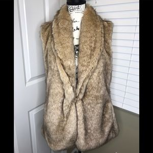 Beautiful tan faux fur vest with 2 front pockets
